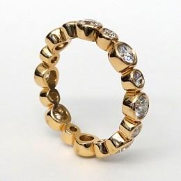 18k rose gold diamond big-small bezel-set eternity band