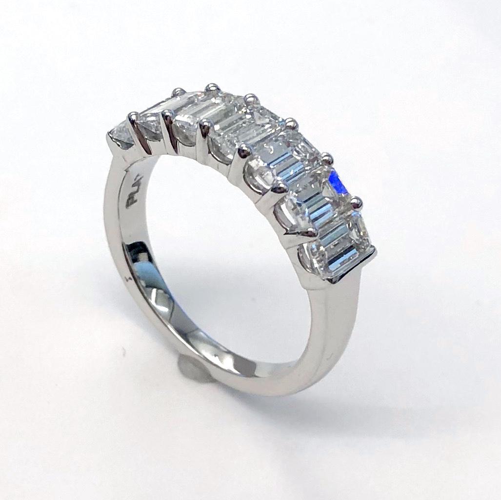 https://www.leonardojewelers.com/upload/product/WB1047_EC_Angle.JPG